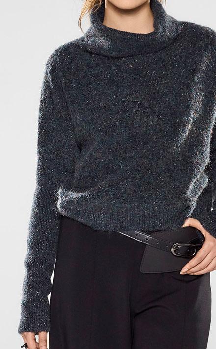 Sarah Pacini Funnel neck short sweater Look